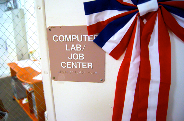 Computer lab : job center sign